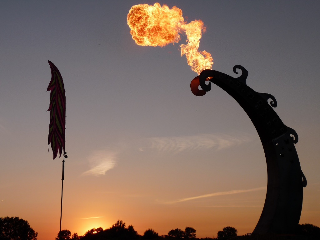 Tomorrowland fantasy flame pillar